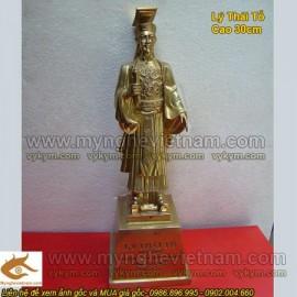 Tượng đồng Vua Lý Thái Tổ, Lý Công Uẩn - Tay cầm Chiếu dời đô
