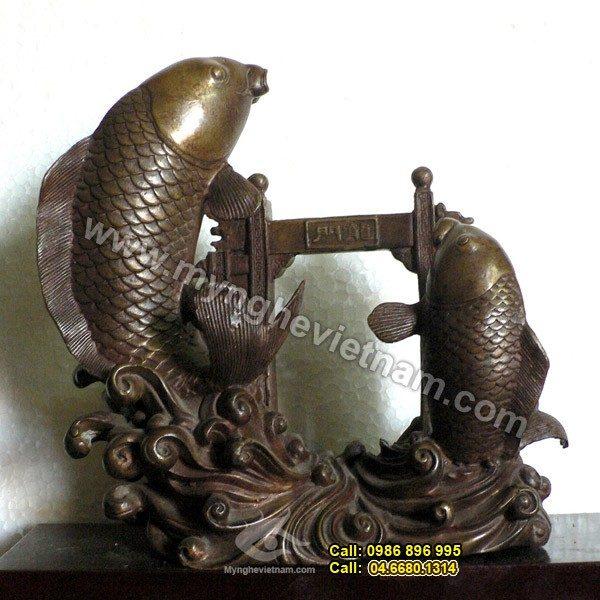 Tượng đồng: Cá chép vượt vũ môn