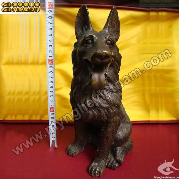 Tượng chó Bec-giê đồng 30cm0