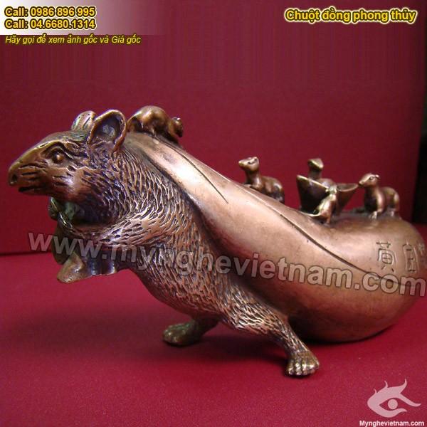 Tượng chuột đồng kéo túi tiền bằng đồng để bàn làm việc