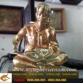 Tượng Bác Hồ,ngồi đọc báo,cao 25cm, tượng đồng Bác Hồ,quà tặng doanh nghiệp
