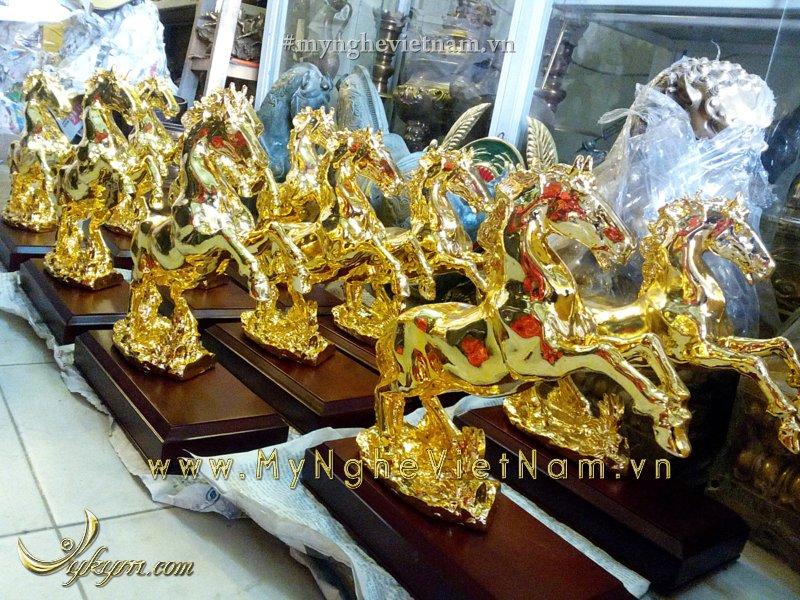 tượng ngựa đồng mạ vàng phi chân cao 28cm
