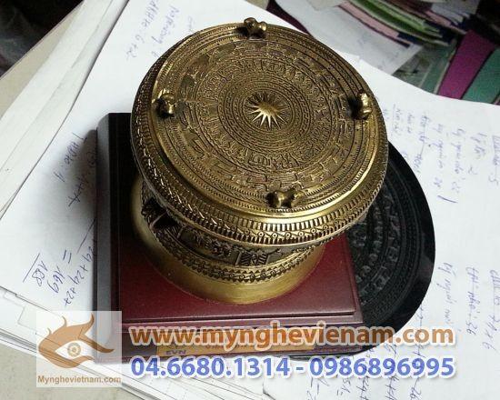 trống đồng vàng, Trống đồng quà tặng, qua tang trong dong, dk 10cm, qua tang tap doan dien luc viet nam