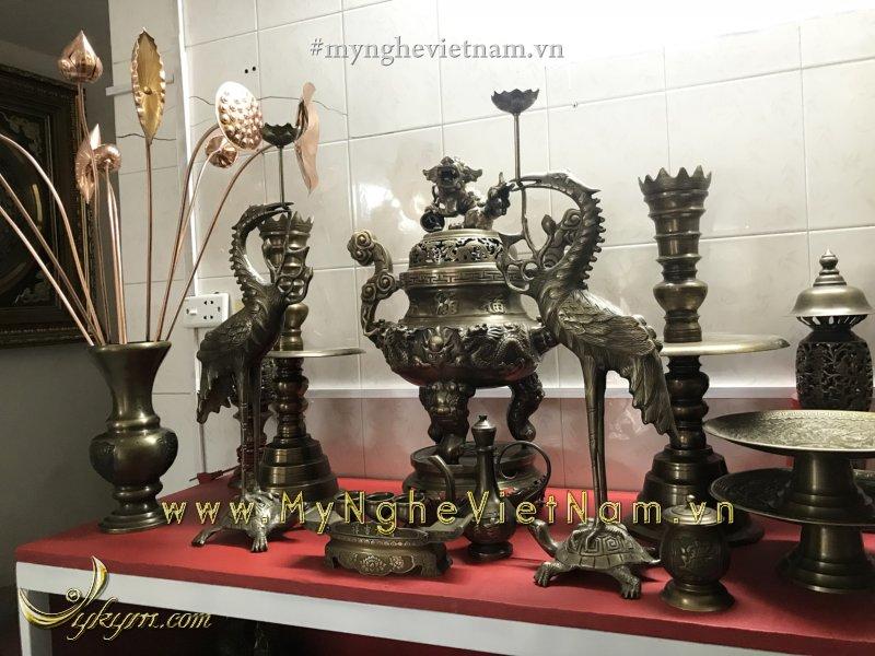 bộ đỉnh đồng song long chầu nguyệt đầy đủ bày bàn thờ