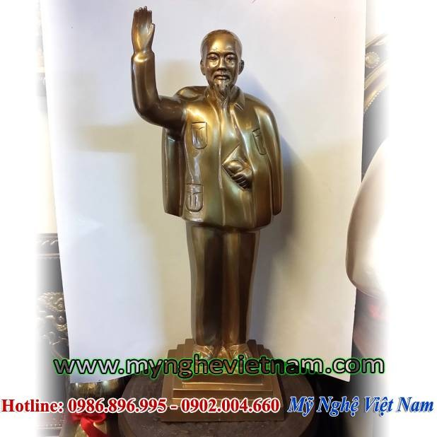 Tượng Bác Hồ giả cổ vẫy tay chào toàn thân cao 50cm0