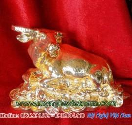 Trâu đồng mạ vàng nằm trên tiền, vật phẩm phong thủy cao cấp
