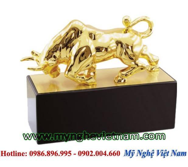 Trâu húc bằng đồng mạ vàng, vật phẩm trang trí phong thủy0