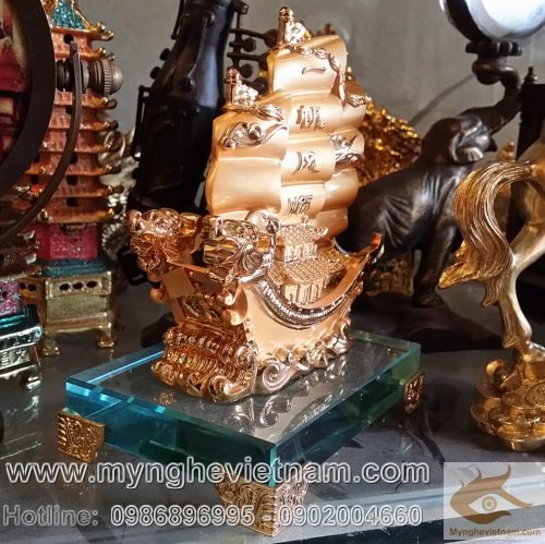 Thuyền buồm quà tặng phong thủy mạ vàng