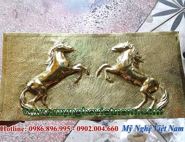 Tranh phù điêu đôi ngựa phi mã đáo thành công