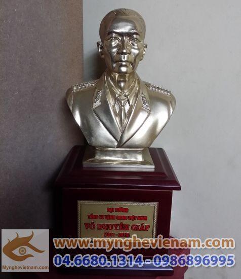 Tượng đại tướng Võ Nguyên Giáp bằng đồng cao 20cm0