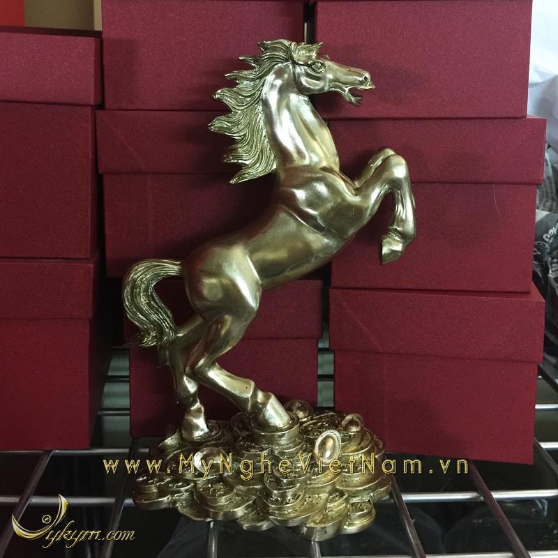 tượng ngựa phi thiên đứng tiền