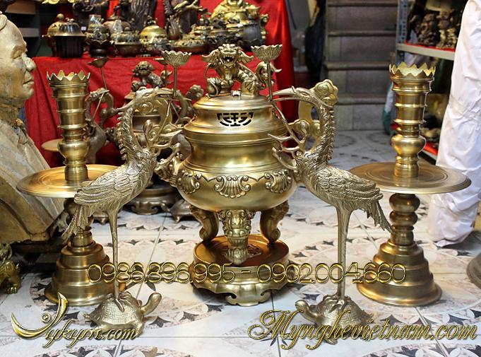 Đỉnh đồng thờ cúng hoa sòi 50cm vàng giả cổ0