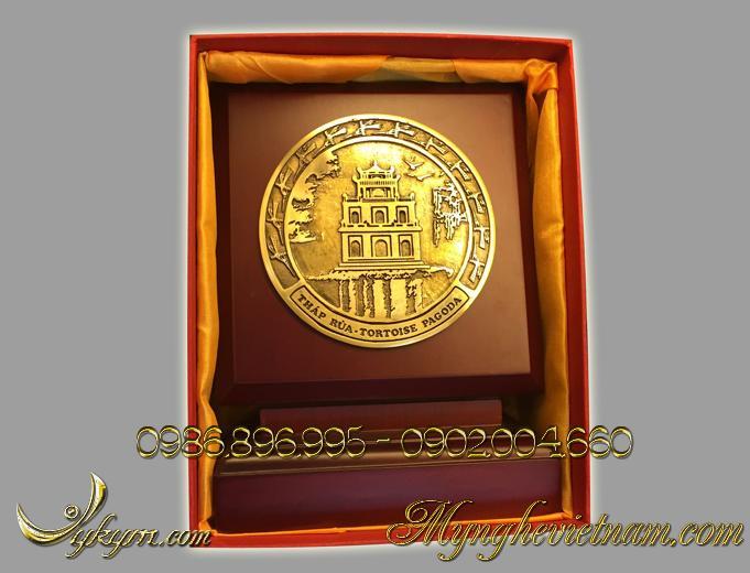 Biểu trưng Tháp Rùa Hồ Gươm bằng đồng0