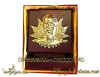 biểu trưng quà tặng chân dung bác hồ bằng đồng