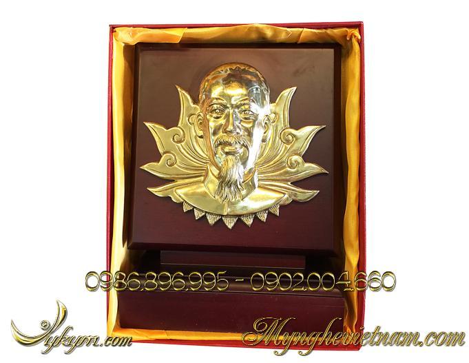 Biểu trưng quà tặng chân dung bác hồ bằng đồng0