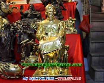 tượng bác hồ ngồi đọc báo đúc đồng mạ vàng
