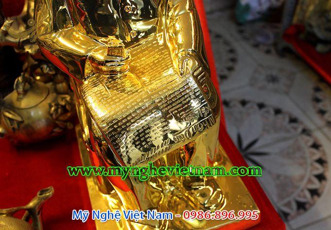 tượng bác hồ ngồi đọc báo đúc đồng mạ vàng 3