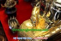 tượng bác hồ ngồi đọc báo đúc đồng mạ vàng 5