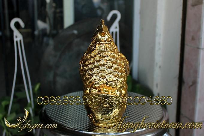 Tượng gà đồng phong thủy đẻ trứng vàng mạ vàng.