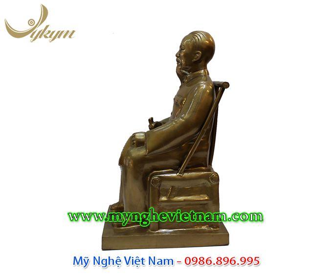 tượng bác hồ ngồi đọc báo 42cm 3