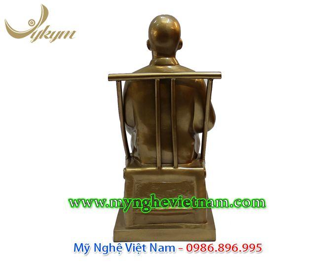tượng bác hồ ngồi đọc báo 42cm 4