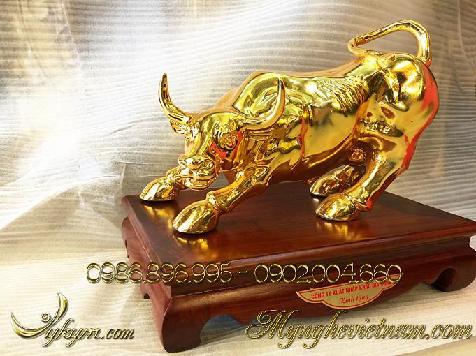 tượng trâu đồng, tượng trâu húc bằng đồng mạ vàng 1