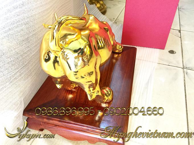 tượng trâu đồng, tượng trâu húc bằng đồng mạ vàng 4
