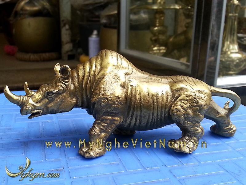 Tượng tê giác bằng đồng dài 18cm0