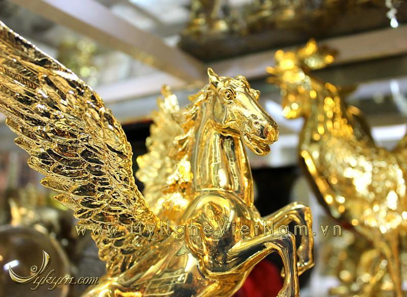 tượng ngựa đồng bay, ngựa có cánh mạ vàng