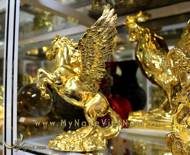 tượng ngựa đồng bay, ngựa có cánh mạ vàng 5