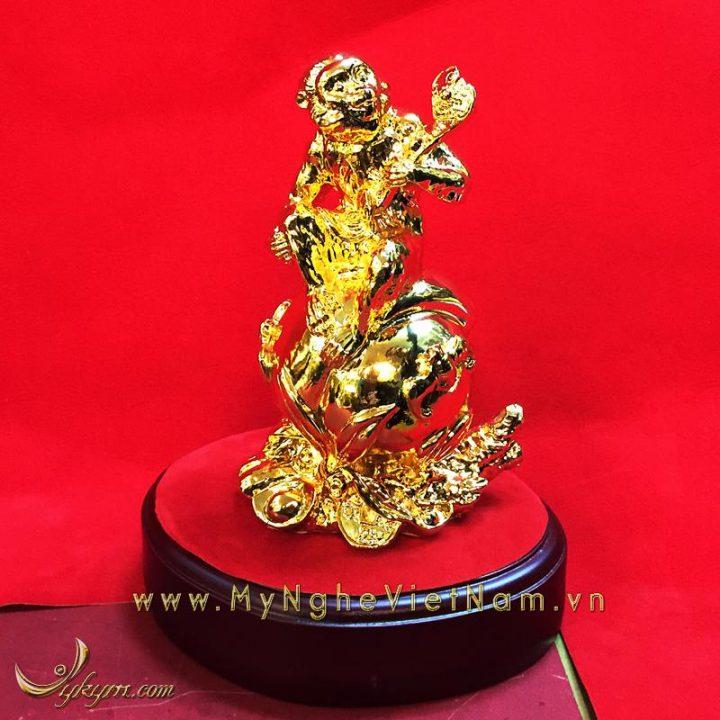tượng khỉ ngồi quả đào ôm gậy như ý mạ vàng