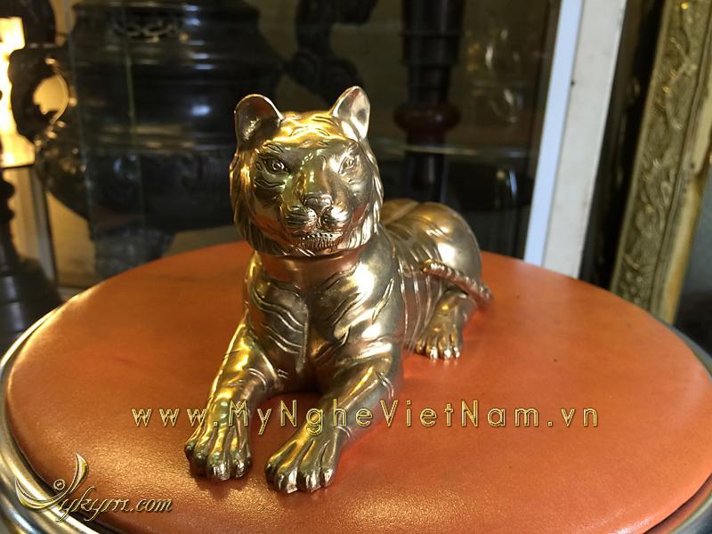 tượng hổ nằm bằng đồng dài 20cm 1