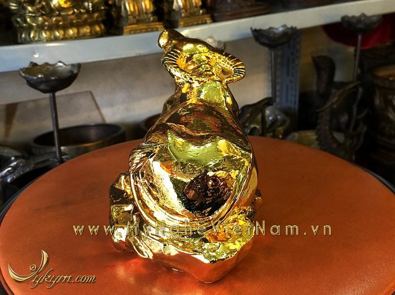 tượng trâu đồng nằm được mạ vàng 1