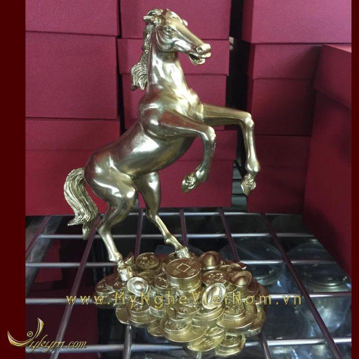 tượng ngựa đồng vàng tung chân trước đứng tiền 3