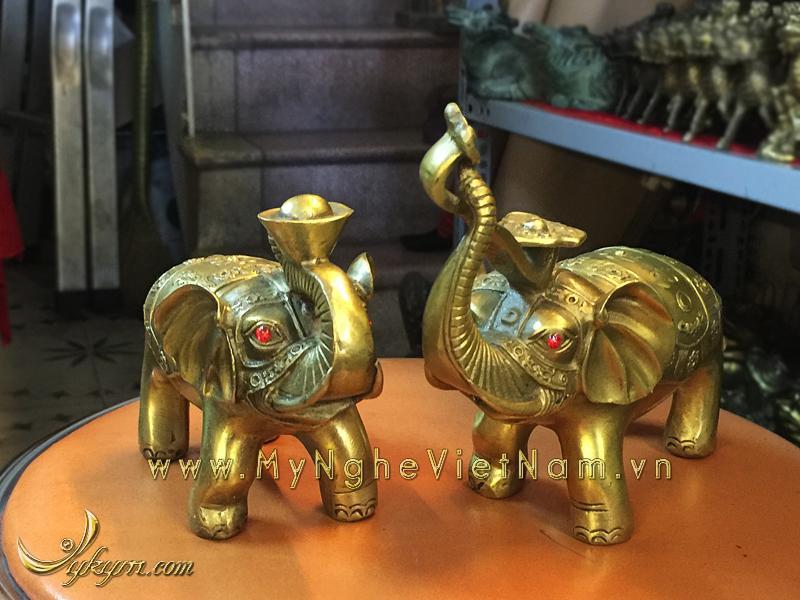 Tượng voi đồng ngậm tiền ngậm gậy như ý 10cm0