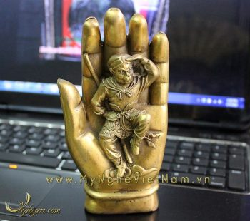 tượng khỉ trong bàn tay chiêu tài chiêu lộc