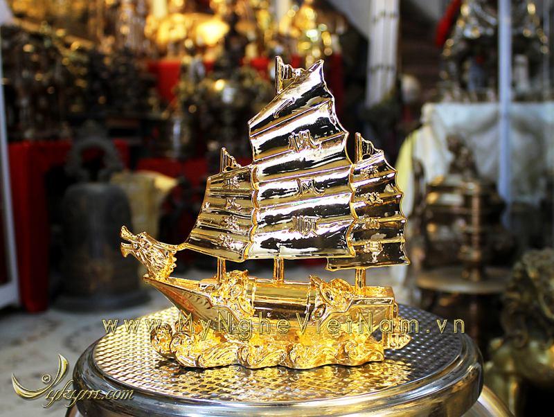 Thuyền buồm phong thủy bằng đồng mạ vàng 20cm0