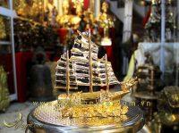 thuyền buồm phong thủy bằng đồng mạ vàng 20cm