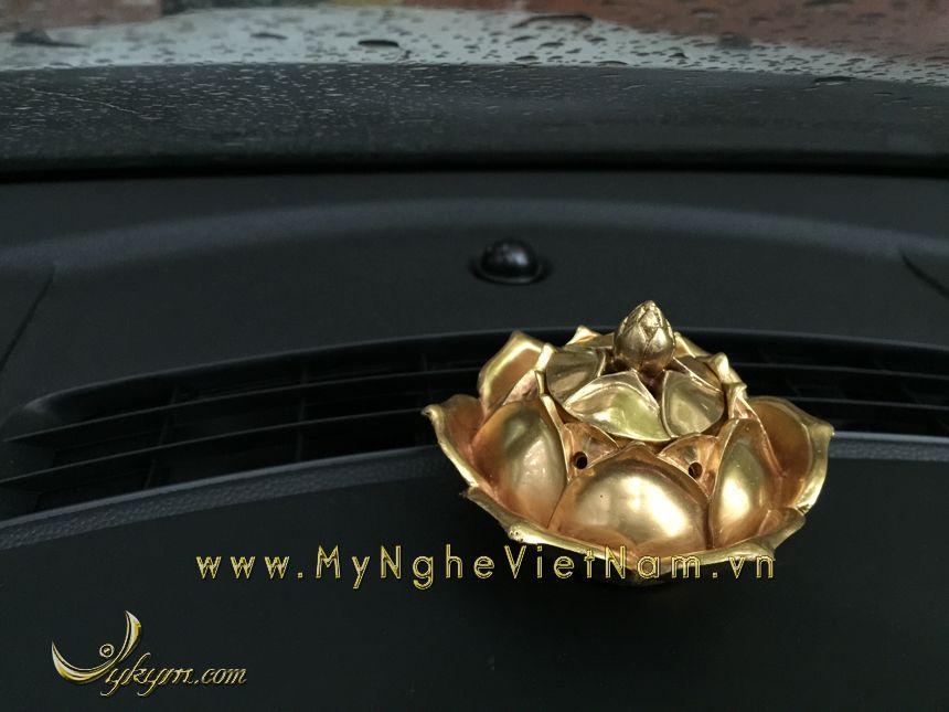 đỉnh đốt trầm hoa sen mạ vàng đặt tap lô ô tô0