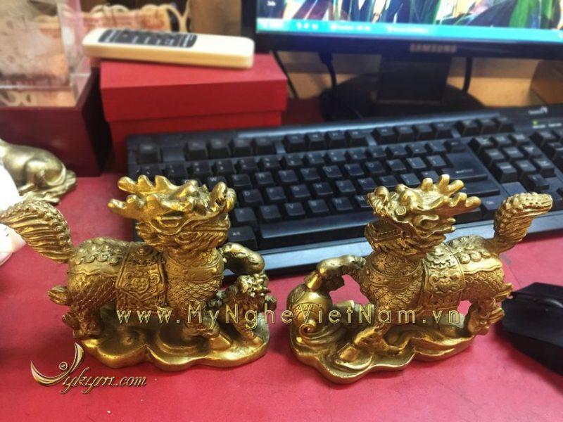 tượng kỳ lân dẵm cầu dẵm con bằng đồng vàng , kỳ lân phong thủy