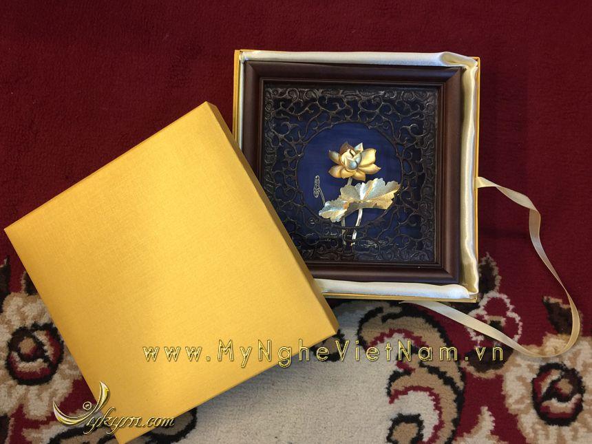 tranh hoa sen mạ vàng, tranh quà tặng đối tác, quà tặng cao cấp đối tác nước ngoài
