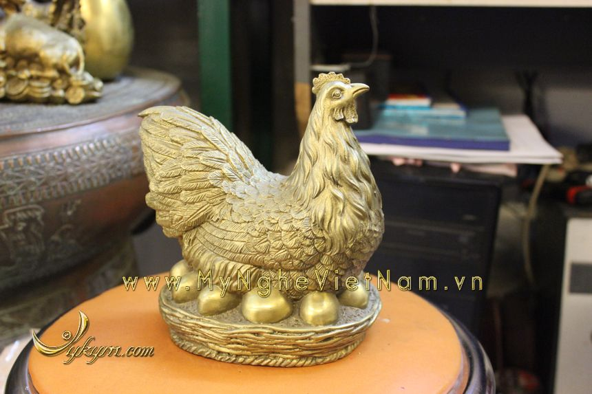 tượng gà đẻ trứng vàng bằng đồng cao 18cm0