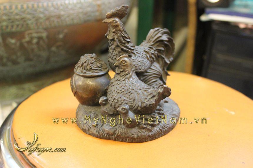 Tượng gia đình gà chầu hũ tiền phong thủy bằng đồng0
