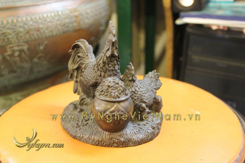 tượng gia đình gà phong thủy bằng đồng chầu hũ tiền tuong-ga-dong-1034