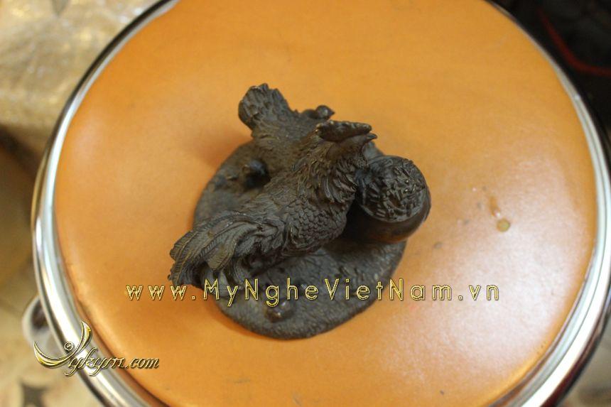 tượng gia đình gà phong thủy bằng đồng chầu hũ tiền tuong-ga-dong-1036