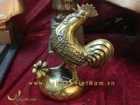 Tượng gà lông tiền đứng gáy trên bao tiền tài lộc 18cm