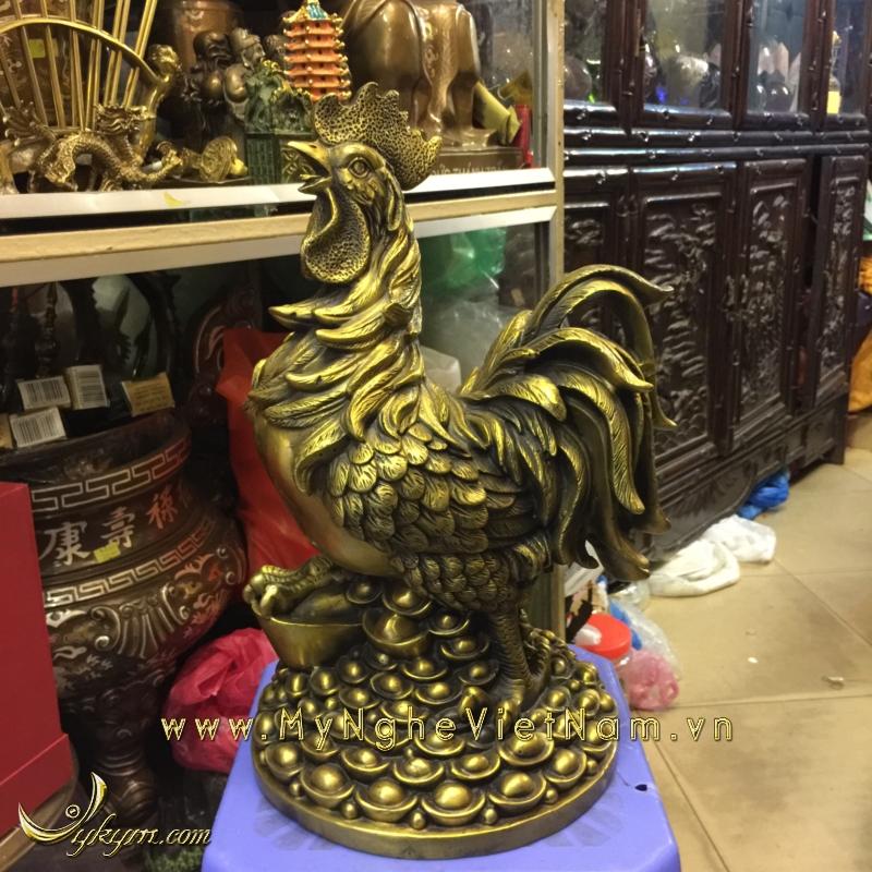 tượng gà trống đứng đống tiền vàng 40cm