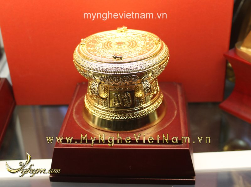 Trống đồng mạ vàng 24k đường kính 9cm0