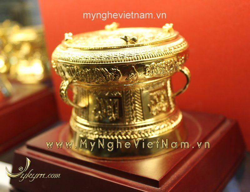 trống đồng mạ vàng đường kính 9cm