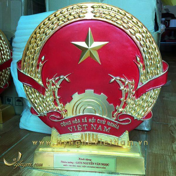 quốc huy để bàn làm quà tặng cao cấp